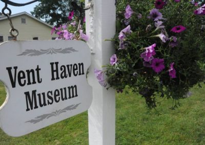 Vent Haven Museum, the iconic sign